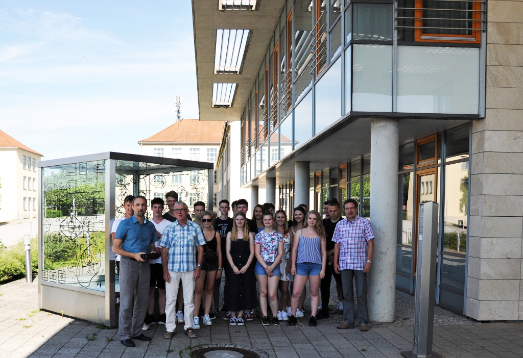 Schüler erkunden die TU Ilmenau