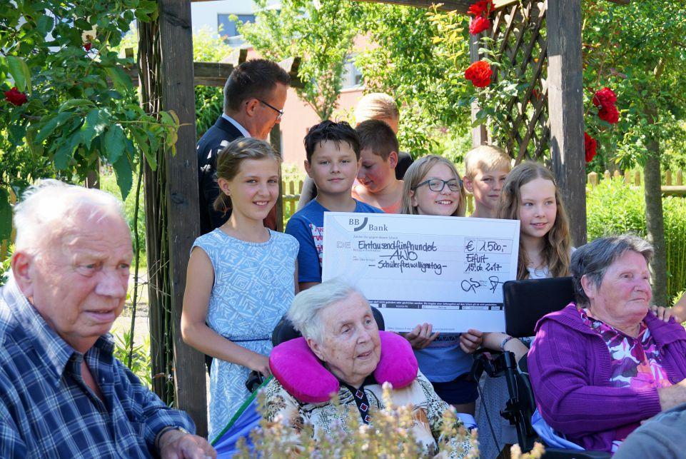 """Erdbeertag in der Seniorenresidenz """" Drei Gleichen"""" Apfelstädt"""